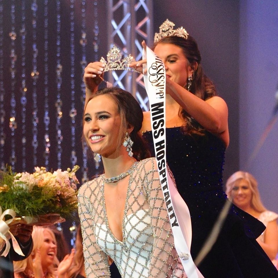 Kasey Pearson gets crowned Mississippi's Miss Hospitality